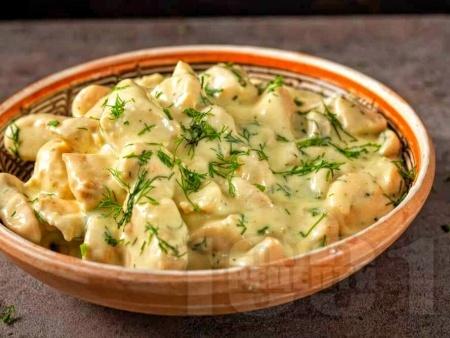 Пиле с крема сирене и бекон в уред за бавно готвене - снимка на рецептата